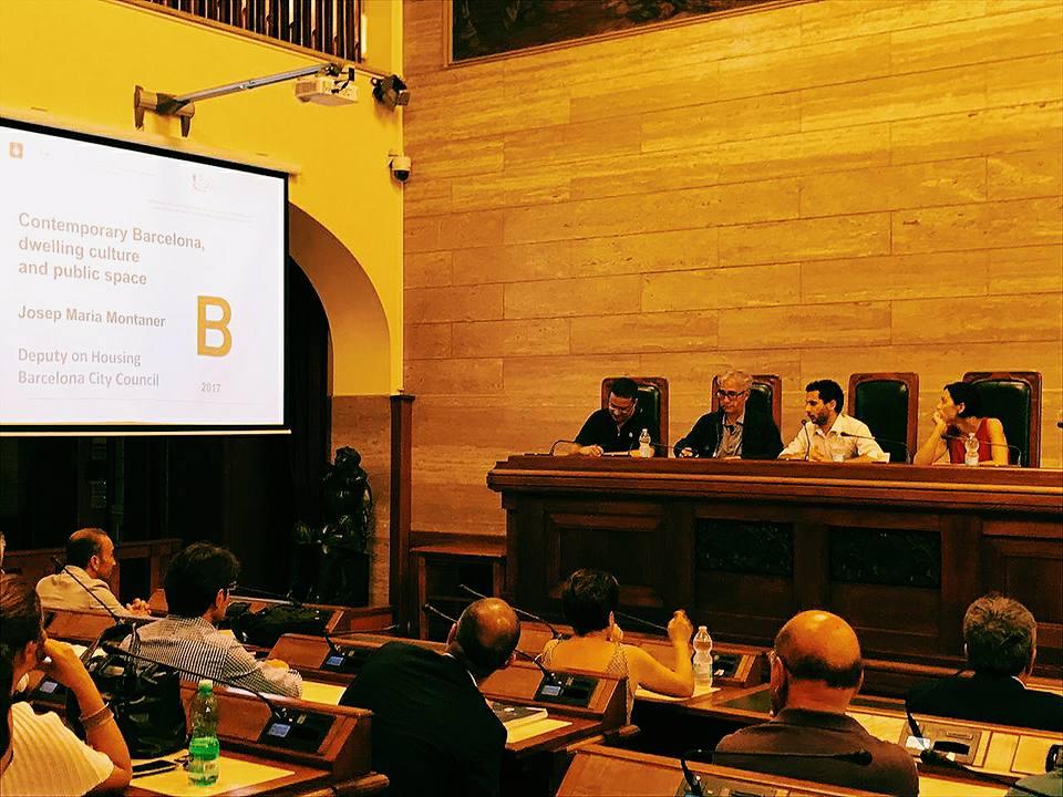 Josep Maria Montaner in aula consiliare durante la seduta della Commissione Urbanistica del 26 giugno con al lato Ivan Blecic, Matteo Lecis Cocco Ortu (io) e Francesca Ghirra